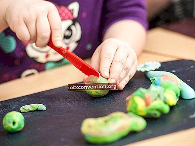 Hur man gör en säker, 100% naturlig plasticine för dina barn.