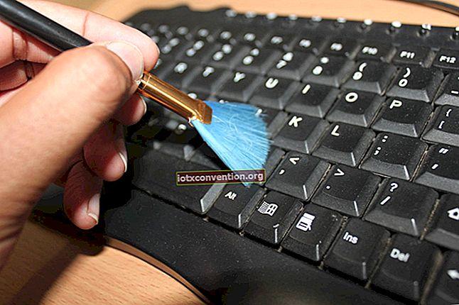 Pulisci bene la tastiera del computer in 5 minuti.