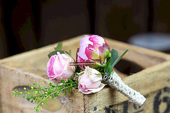 Hur man gör en bedårande bukett blommor med garnskrot.