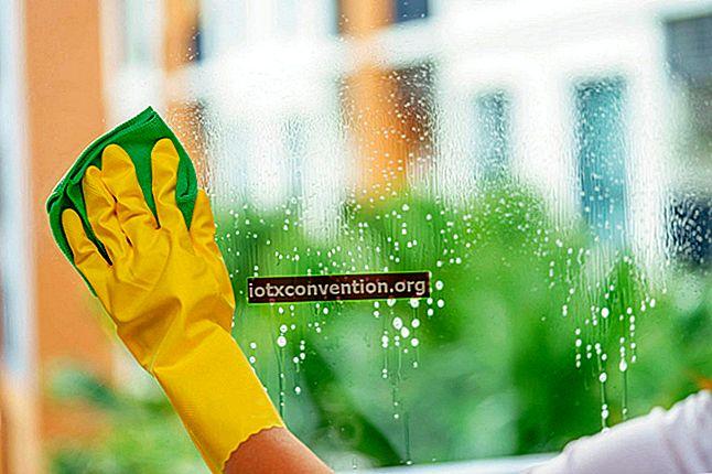 Reinigen Sie Fenster und Kacheln mit Zeitungspapier, um einwandfreie Ergebnisse zu erzielen.