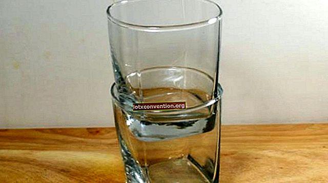 Tricket att ta av två glas som sitter ihop.