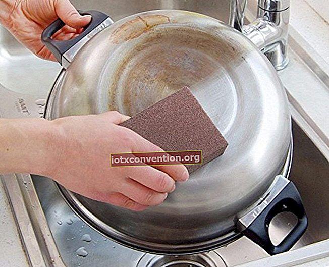 Das magische Produkt zum Entfernen von Rostflecken von Kunststoff.