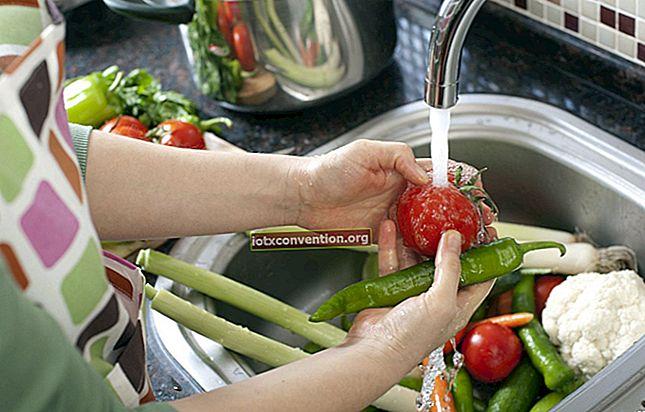 Come rimuovere facilmente i pesticidi da frutta e verdura.