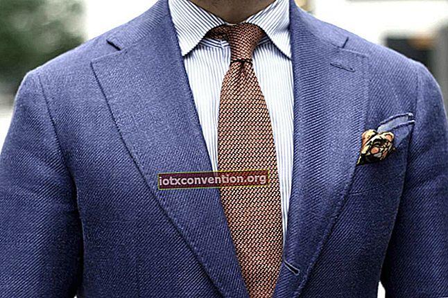 Il trucco per fare un nodo alla cravatta ogni volta.