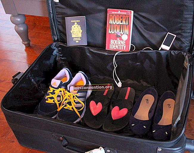 Video: il modo brillante per mettere più cose nella tua valigia senza pieghe.